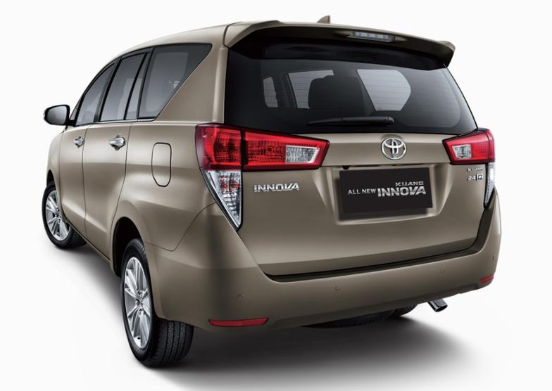 Gambar bagian belakang mobil Toyota Kijang Innova
