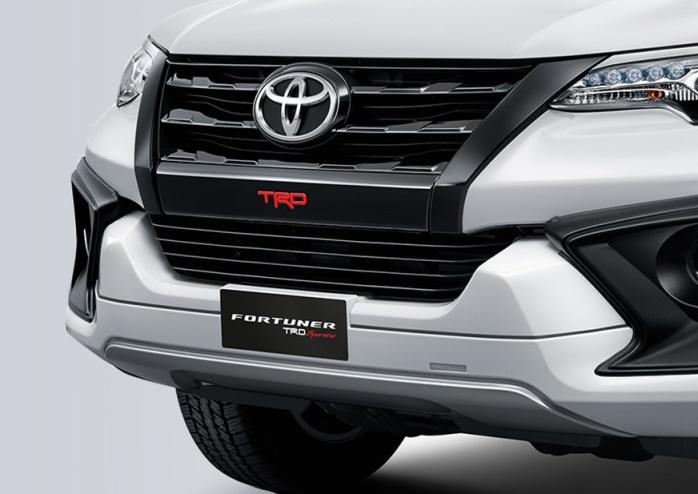 Bumper depan mobil Toyota Fortuner