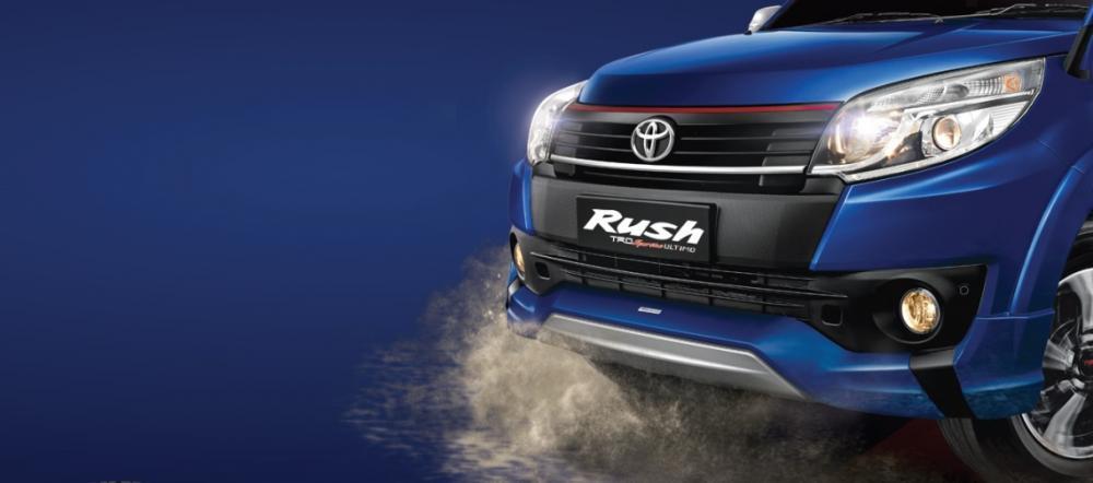 Gambar bagian depan mobil Toyota Rush