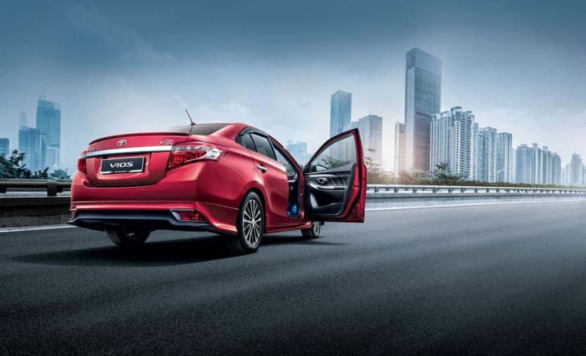 Gambar bagian belakang mobil Toyota Vios berwarna merah
