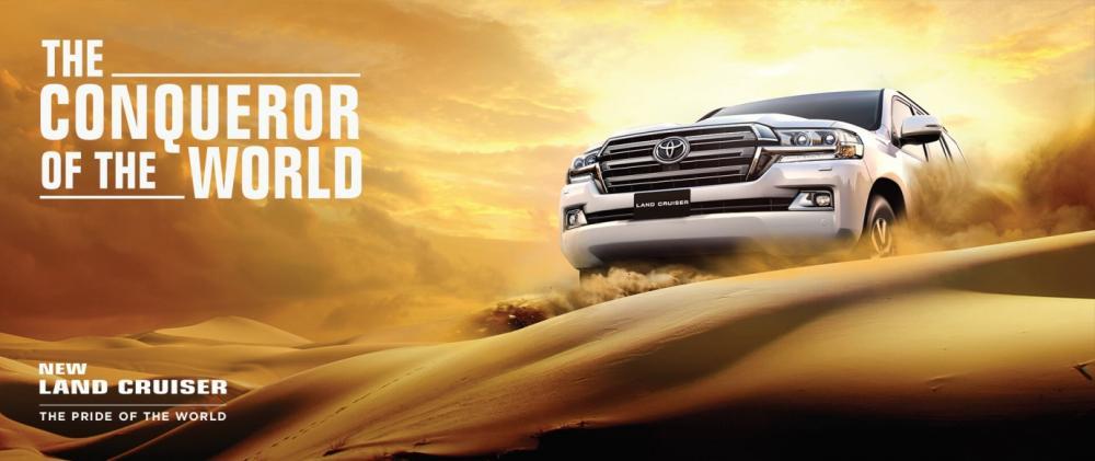 Gambar mobil SUV Toyota Land Cruider berwarna putih