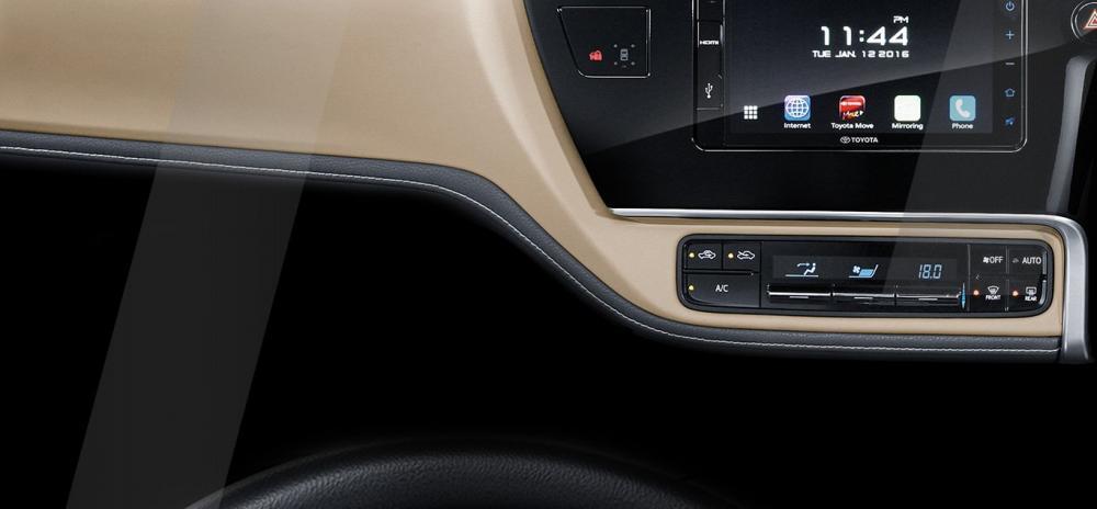 Salah satu Fitur interior Toyota Corolla Altis 2017 dapat dirasakan dari Head Unit berkelas yang mampu mengoperasikan berbagai hiburan atraktif