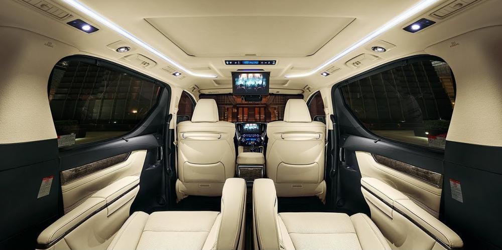 Fitur interior Toyota Alphard Facelift 2018 terlihat semakin mengagumkan yang tampil praktis dan multifungsi