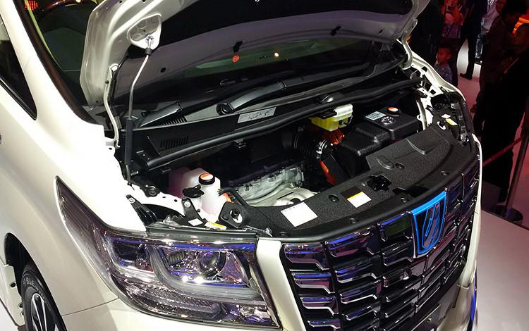 Mesin Toyota Alphard 2.5 Hybrid mampu meraih daya maksimum 152 PS dan ditunjang motor listrik 143 PS dan 68 PS