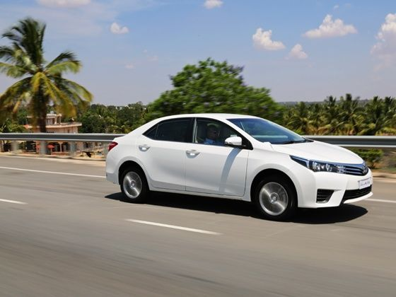 Salah satu Keuntungan membeli Toyota Corolla Altis 2017 dapat dirasakan dari teknologi pengereman yang lengkap yakni ABS, EBD dan BA