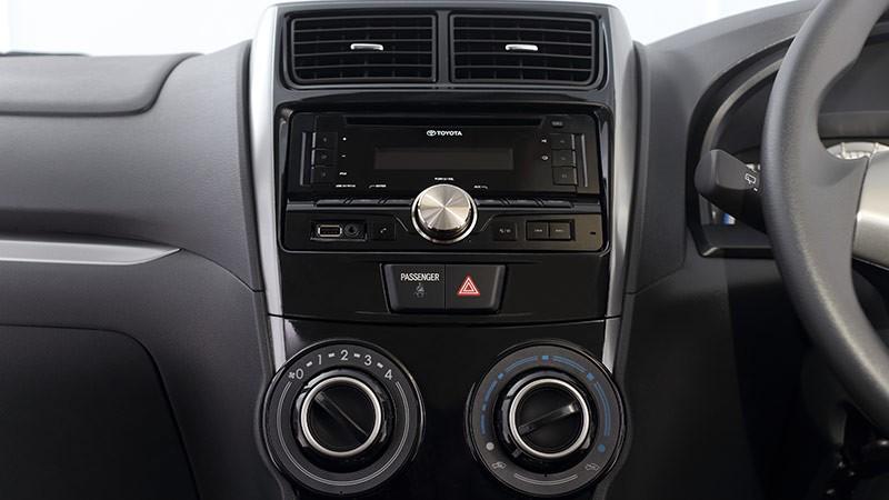 Interior Toyota Veloz tipe 1.3 Liter menghadirkan fitur audio standar