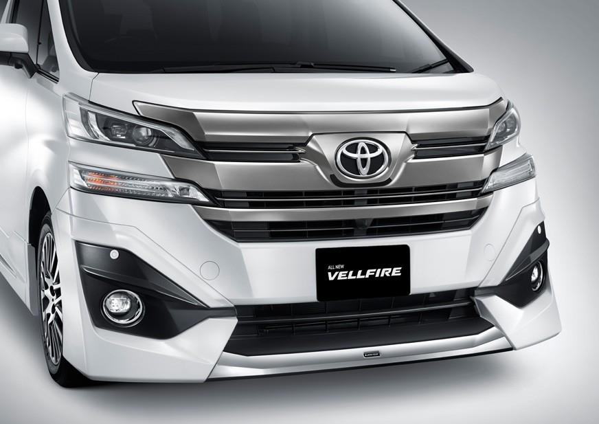 Eksterior depan Toyota New Vellfire 2018 menggunakan Front Grille yang lebih tegas dan mewah