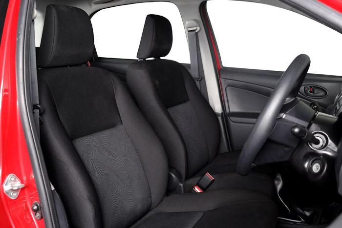 Interior Toyota Etios Valco 2015 mampu menampung hingga 5 orang penumpang sekaligus