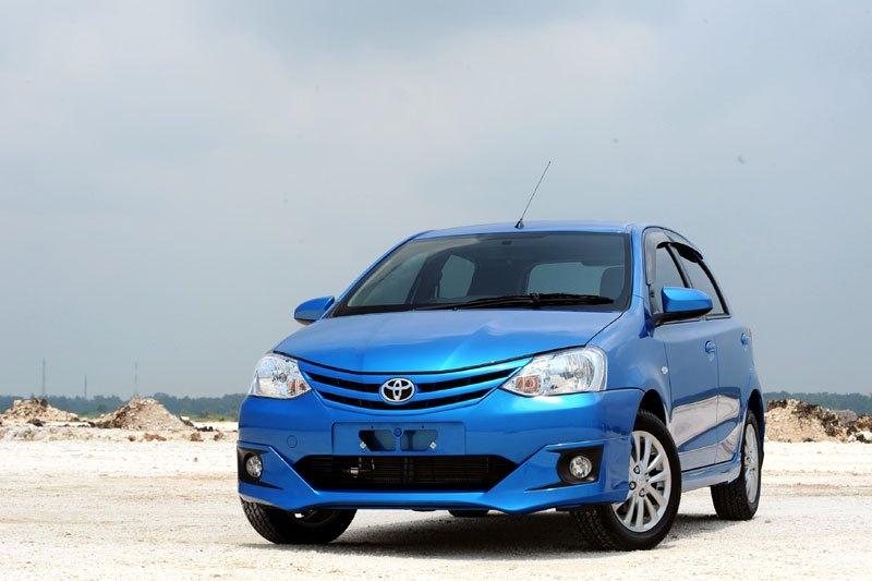 Keuntungan membeli Toyota Etios Valco 2015 dapat dirasakan dari hadirnya teknologi pengereman berkelas layaknya Anti-lock Braking System (ABS) dan Electronic Brakeforce Distribution (EBD)