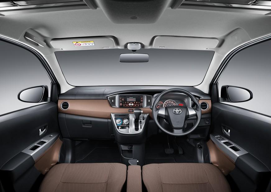 Interior Toyota Calya 2017 mengusung fitur standar dan multifungsi sehingga Anda dapat terhibur selama menempuh perjalanan