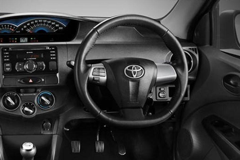 Bagian interior Toyota Etios Valco Dengan Warna Hitam