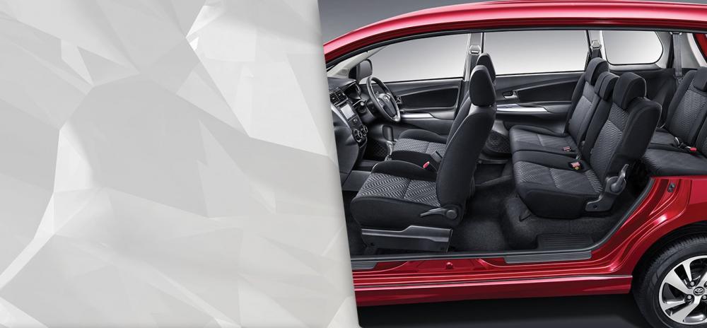 Kabin Dengan Tiga Baris Kursi di mobil Toyota Avanza Veloz
