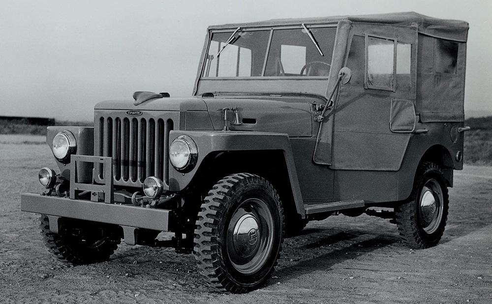 Gambar yang menunjukan generasi pertama Toyota Land Cruiser Jeep BJ