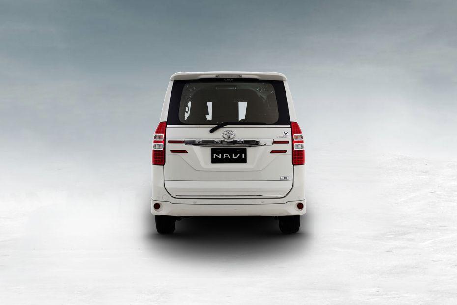 Tampilan sisi belakang mobil Toyota NAV1 Yang BOXY berwarna putih