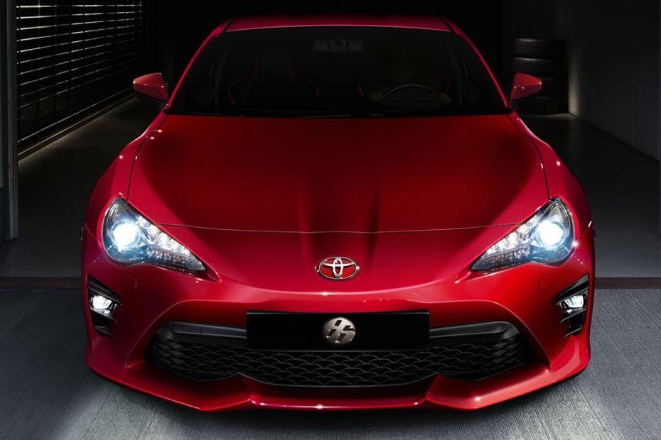 Bentuk Bumper Yang Melengkung Toyota 86 berwarna merah