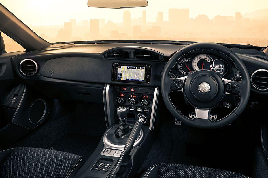 Gambar bagian Interior Toyota 86 dengan kelengkapan fitur di dalamnya
