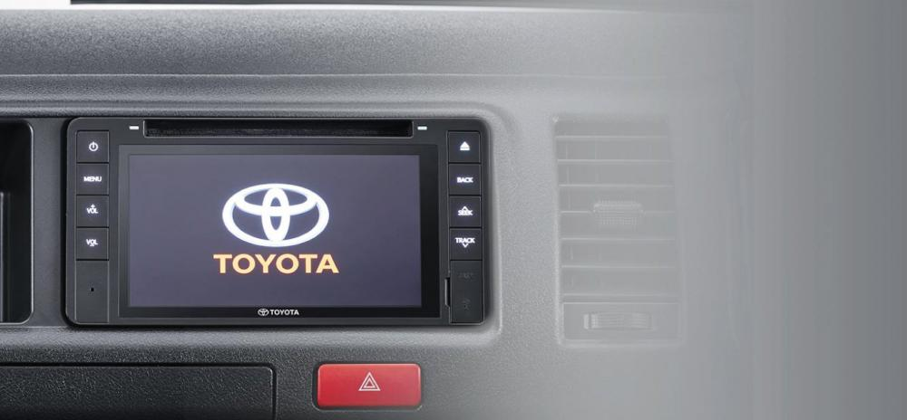Dashboard Dilengkapi Fitur Head Unit di mobil Toyota Hiace 2018