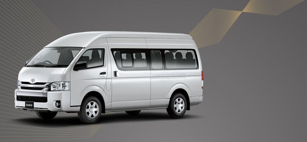 Toyota Hiace 2018 Varian Commuter berwarna silver