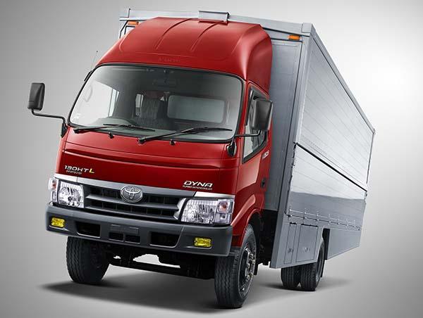 Gambar mobil Toyota Dyna Box berwarna merah