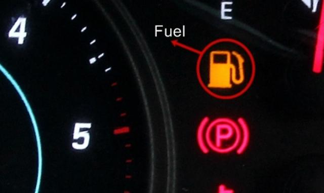 gambar ini menunjukkan lampu indikator bahan bakar dalam kondisi penuh
