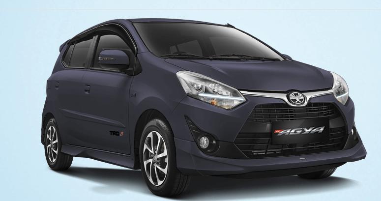 Gambar ini menunjukkan Mobil New Agya tampak depan dan samping kanan