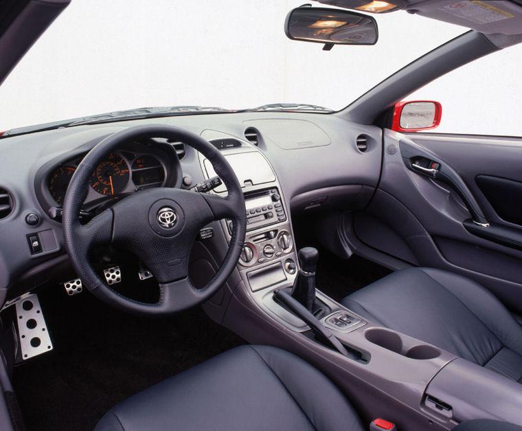 Desain Interior Toyota Celica Dengan Paduan Sporty dan Elegan