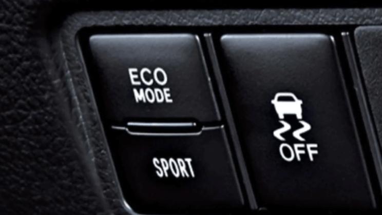 Gambar ini menunjukkan Tombol yang terdapat pada Toyota New Yaris bertuliskan ECO MODE dan SPORT