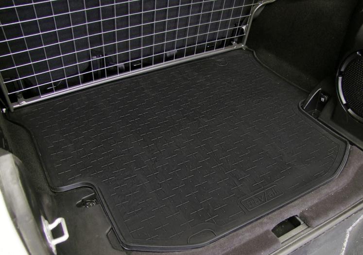Gambar ini menunjukkan bagasi mobil dalam keadaan bersih