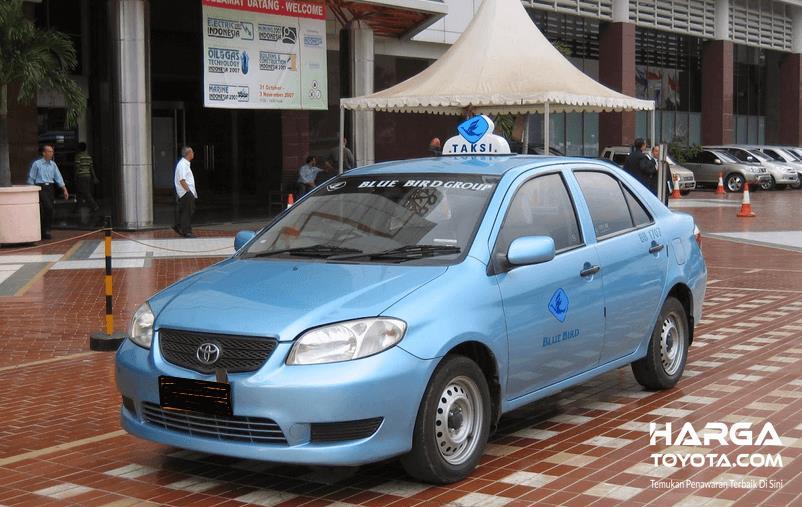 Gambar ini menunjukkan Toyota Vios yang dibuat menjadi taksi