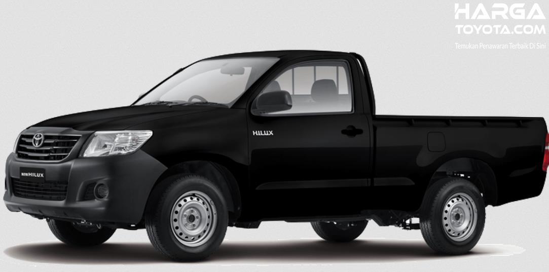 gambar ini menunjukkan Toyota Hilux denga warna hitan bahan bakar