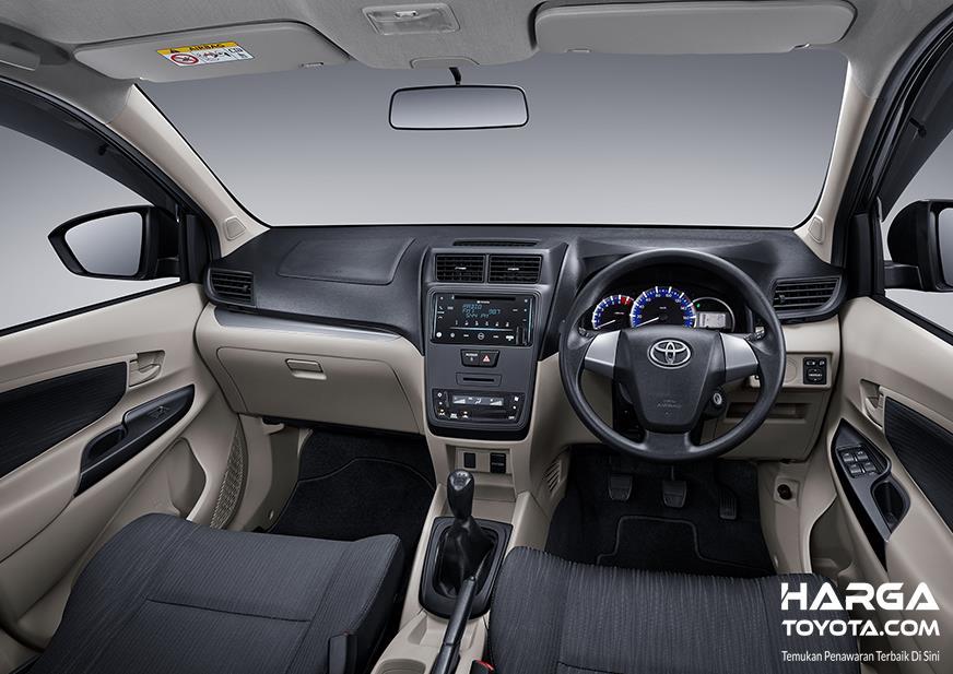 Toyota Avanza 1.3 E 2019 dilengkapi dengan fitur menarik seperti Power Charging di setiap deret kursi kabinnya