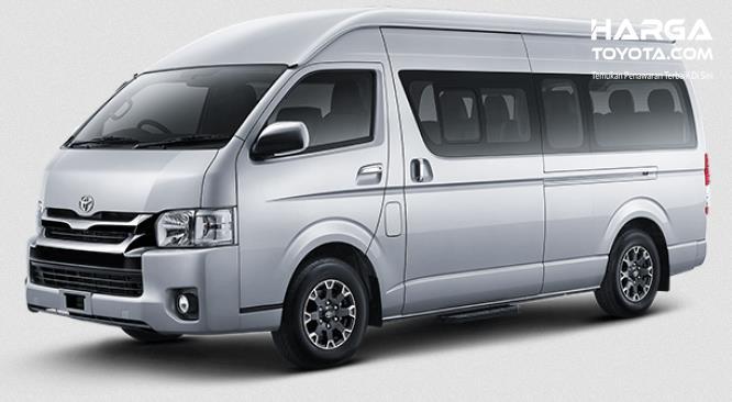 Gambar ini menunjukkan Toyota Hiace tampak bagian depan dan samping