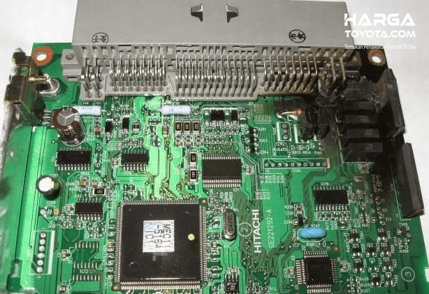 Gambar ini menunjukkan rangkaian yang terdapat pada ECU pada mobil Toyota