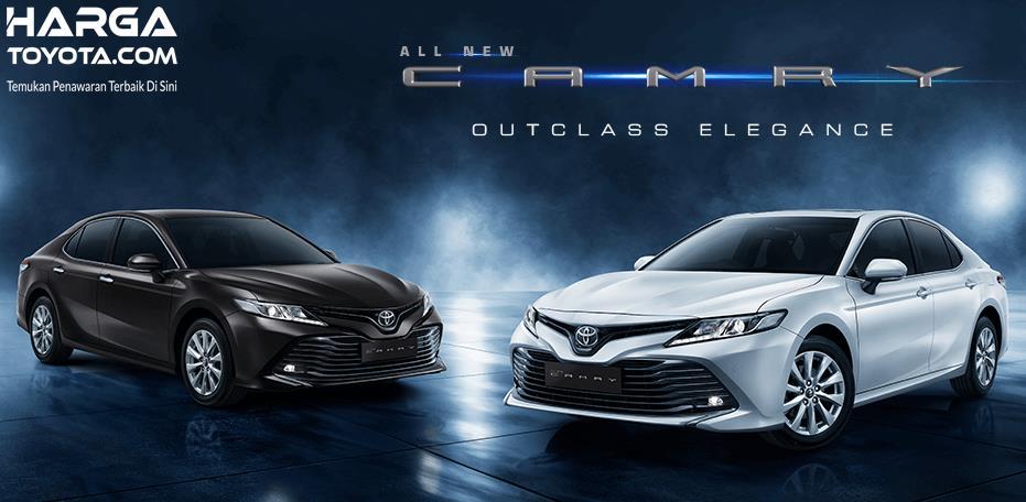 Gambar ini menunjukkan 2 unit mobil Toyota Camry yang satu warna putih dan yang satu warna hitam