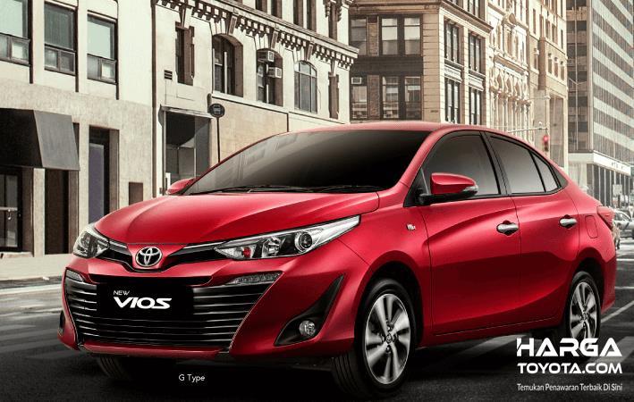 Gambar ini menunjukkan New Toyota Vios warna merah tampak bagian depan
