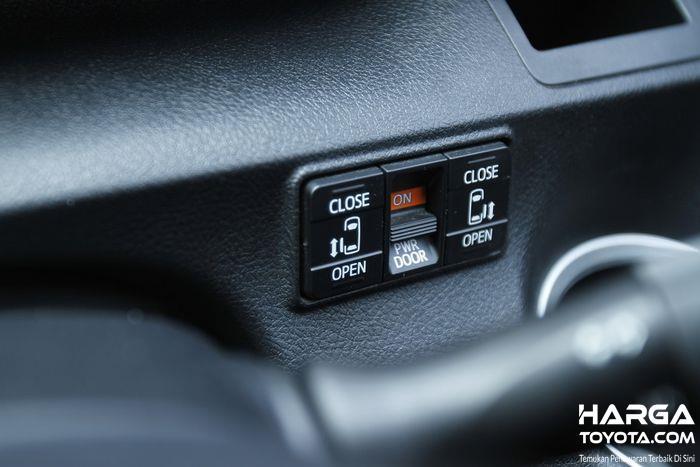 Tampak tombol pintu geser elektrik Toyota Sienta