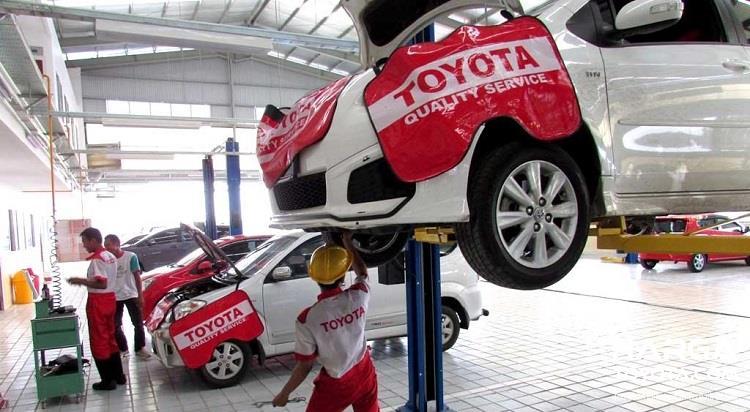 Foto aktifita servis di bengkel resmi Toyota