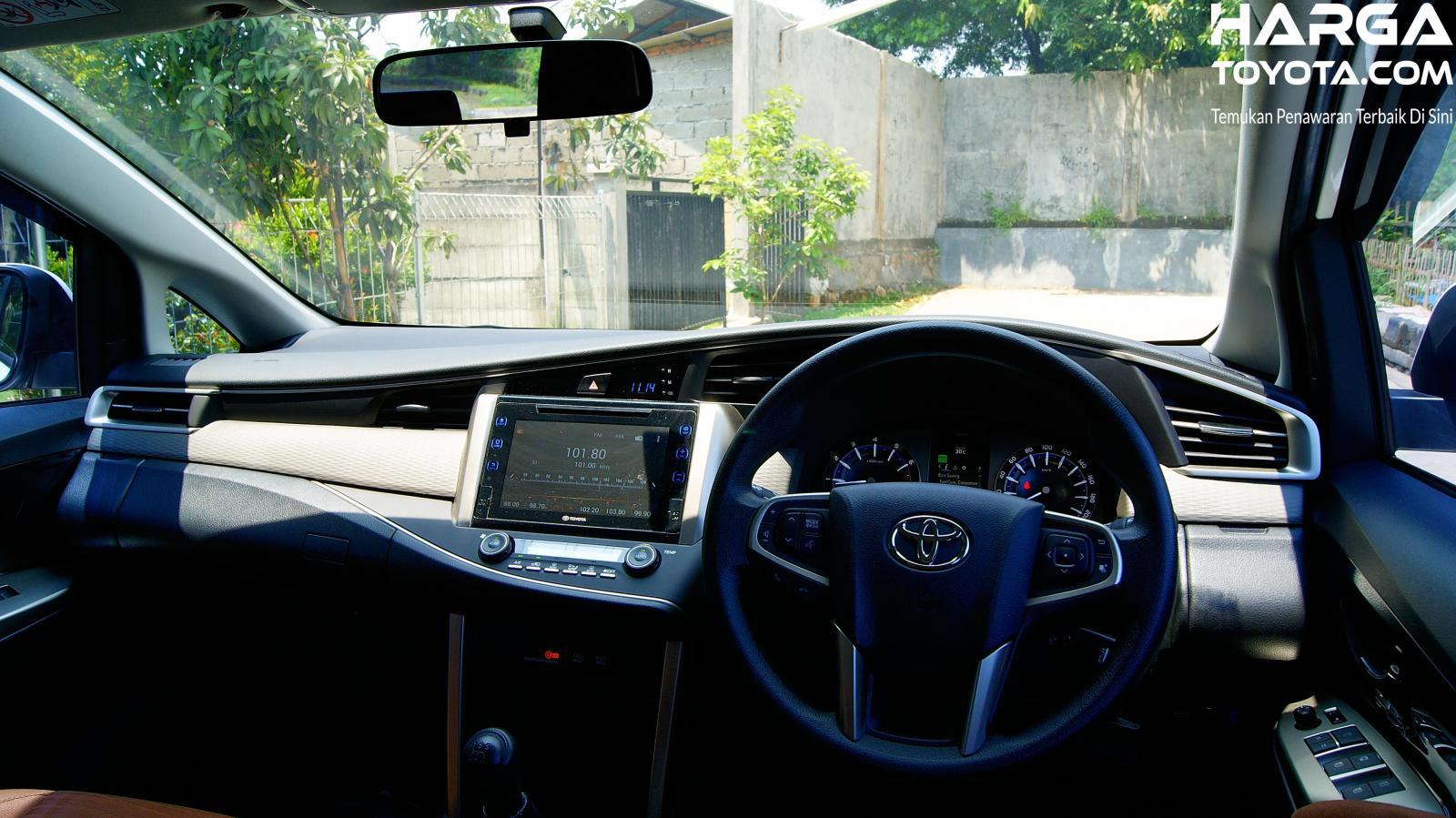Layout interior Toyota Kijang Innova Reborn varian 2.0 tipe V