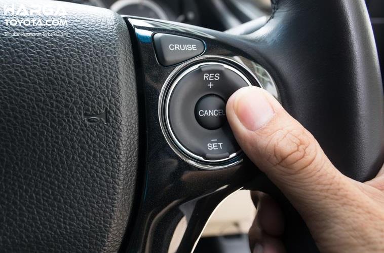 Cara mematikan Cruise Control bisa dengan menginjak pedal gas atau rem
