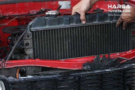 Cek Air Radiator juga menjadi hal penting dalam memelihara kesehatan mobil
