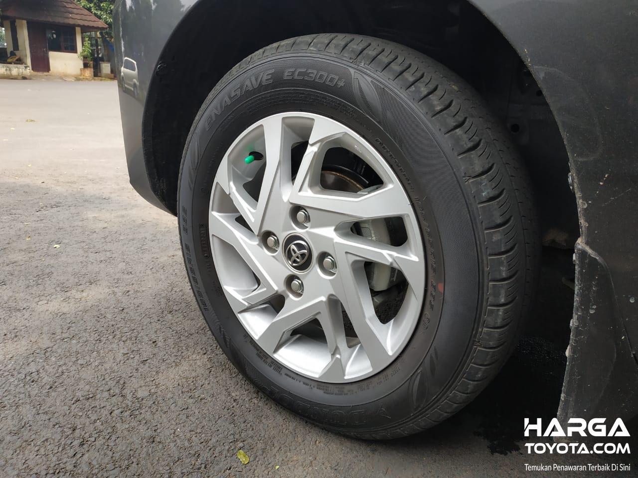 Tampak Ban dan pelek Toyota Avanza 1.5 G M/T 2019