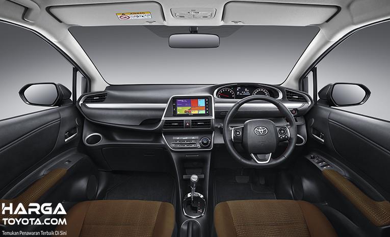 Interior Toyota Ssienta dikemas dengan tata kabin yang lapang serta memiliki ruang kaki sangat lega