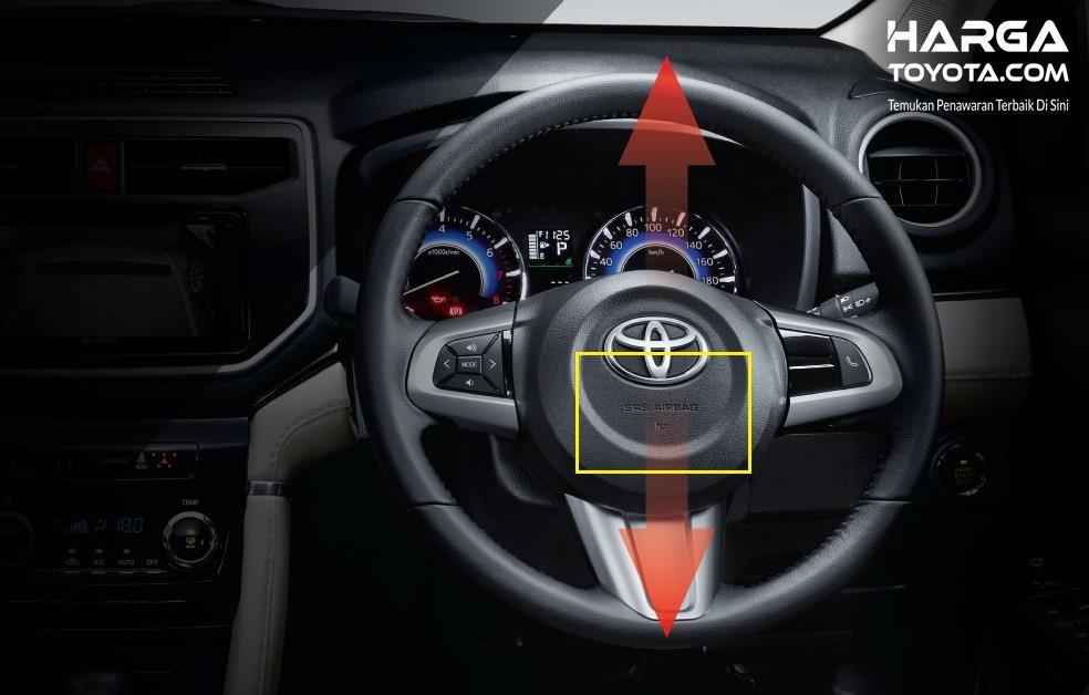 Foto menunjukkan setir Toyota Rush yang bisa Tilt dan dilengkapi dengan airbag