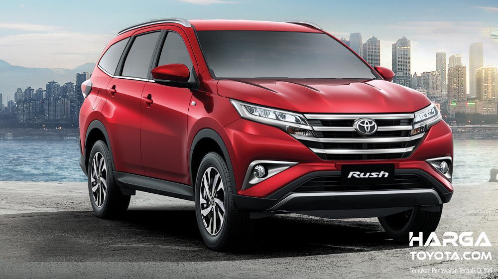 Foto Toyota Rush dari arah samping depan, nampak menarik
