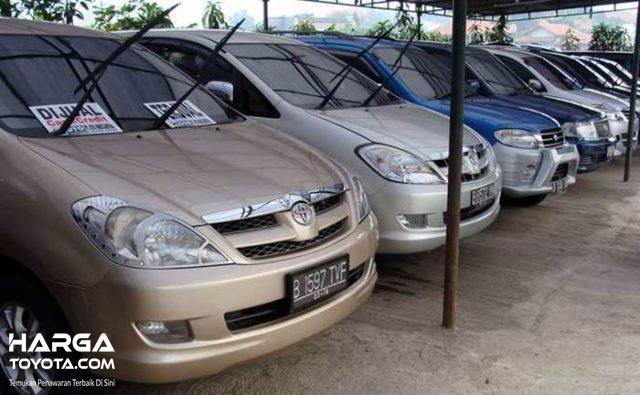 Deretan mobil bekas yang dijual