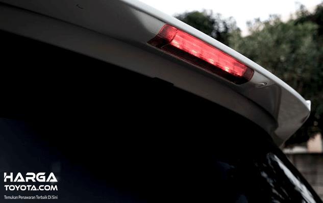 Gambar ini menunjukkan lampu rem ketiga dalam kondisi menyala