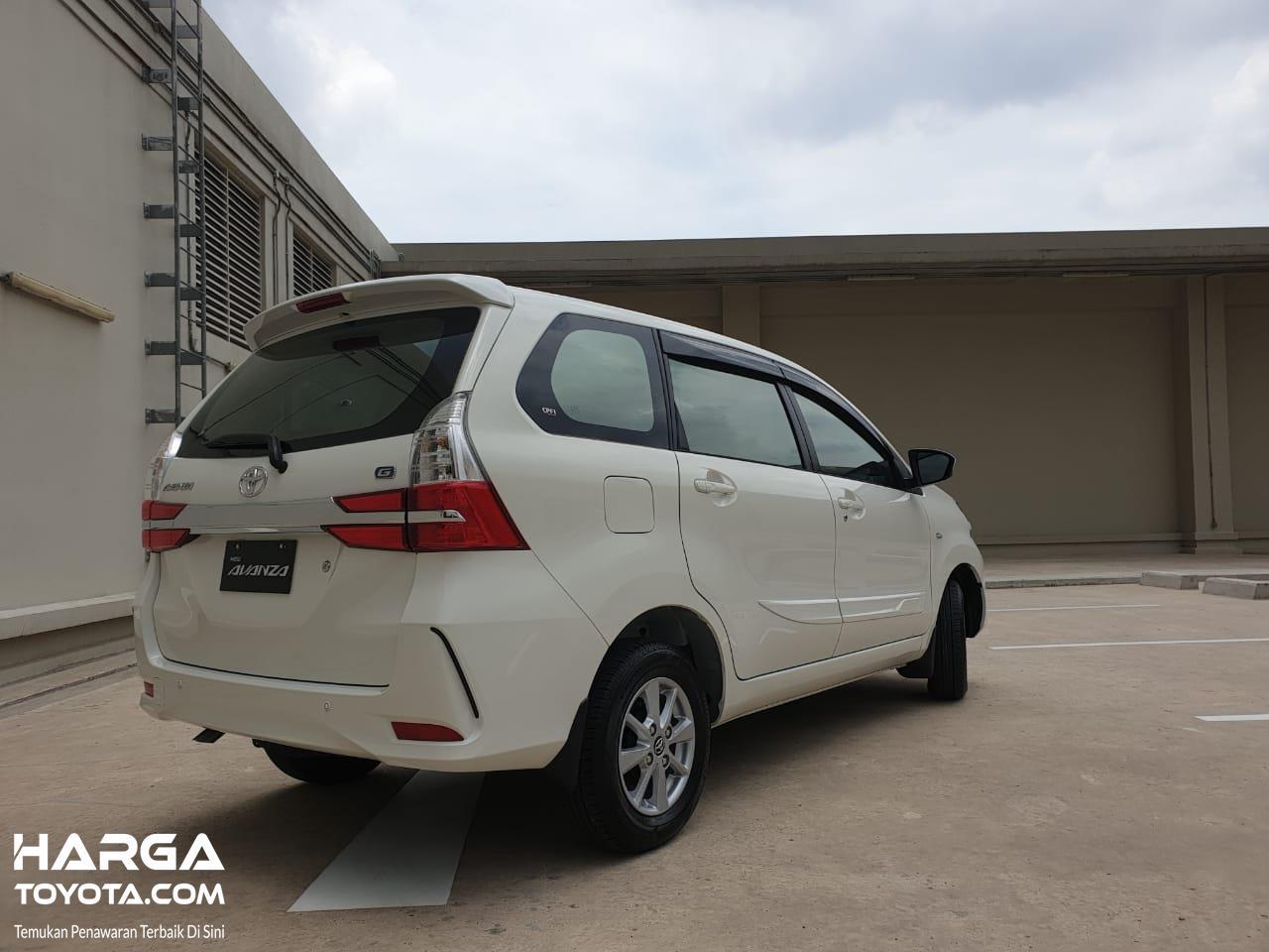 Tampak tampilan belakang New Toyota Avanza 1.3 G M/T 2019