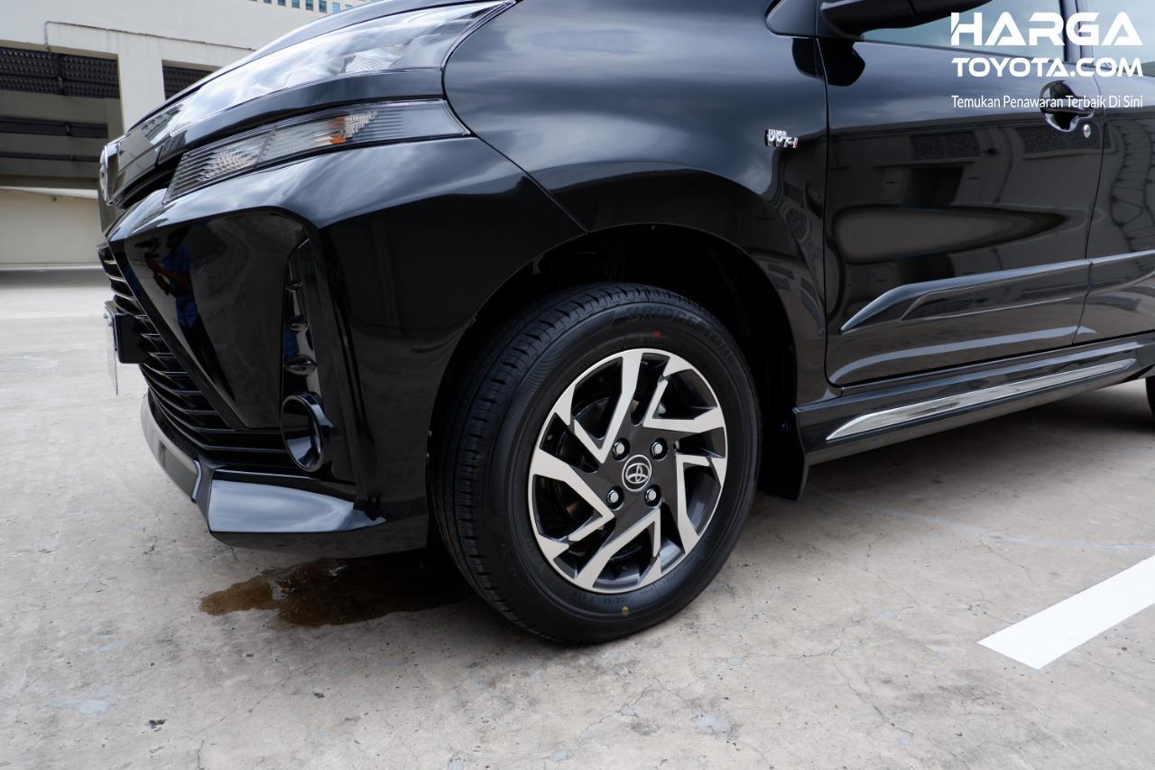 Gambar menunjukkan ban dan pelek New Toyota Veloz