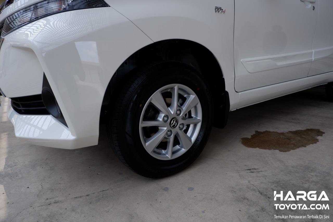 Gambar menunjukkan ban dan pelek New Toyota Avanza