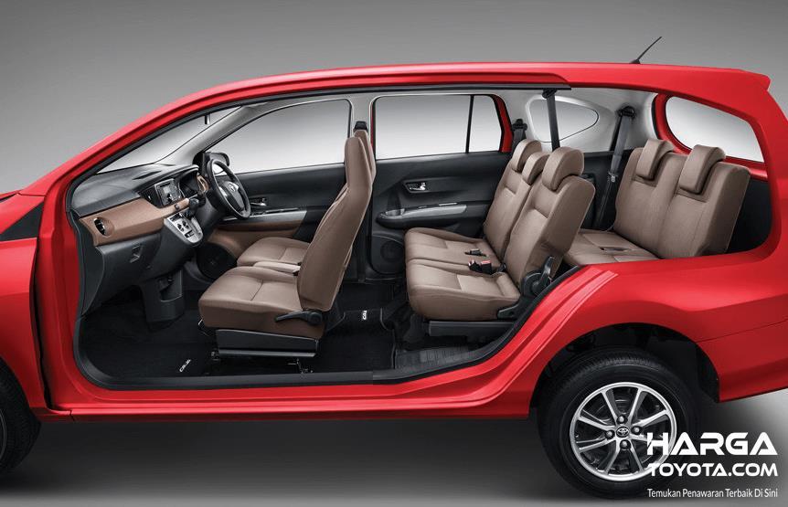 Gambar ini meunjukkan interior Toyota Calya warna merah